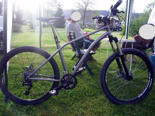 Vilvy Cycles 'Gouappe' enduro bike. Bit spindly on that downtube maybe?