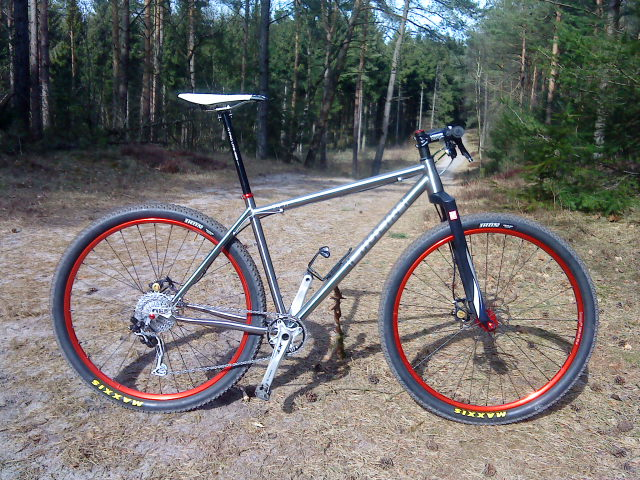 Wilco's 'Julin' rigid titanium hardtail - nice and light at around 19lbs!