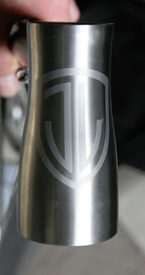 Nice sandblasted logo on the headtube there!