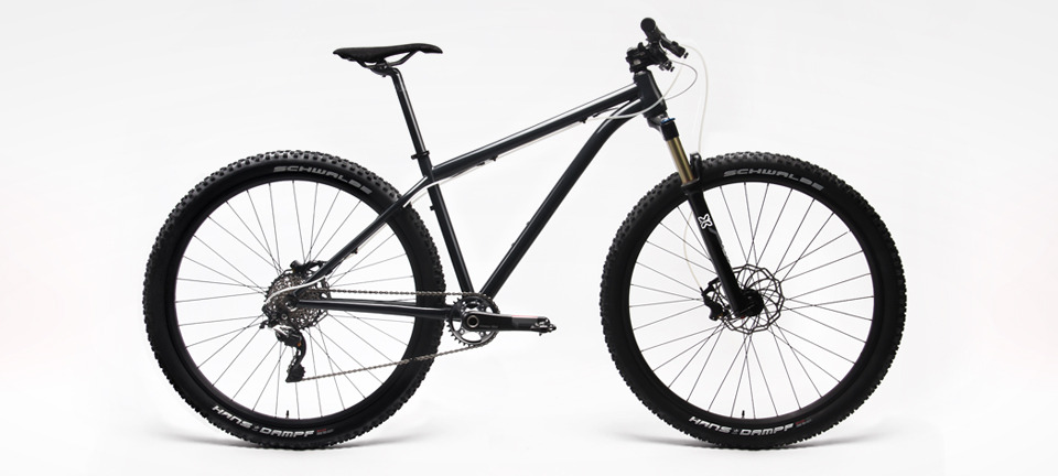 "The D9 XC race machine is available with 27.5"" and 29"" wheels."