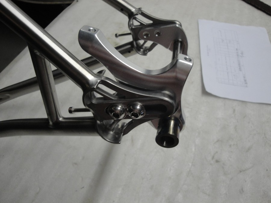 Walty 142x12 axle (2)