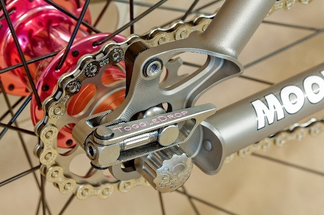 Moots show bike with the Paragon Toggle dropout; easy to adjust but just too complicated?