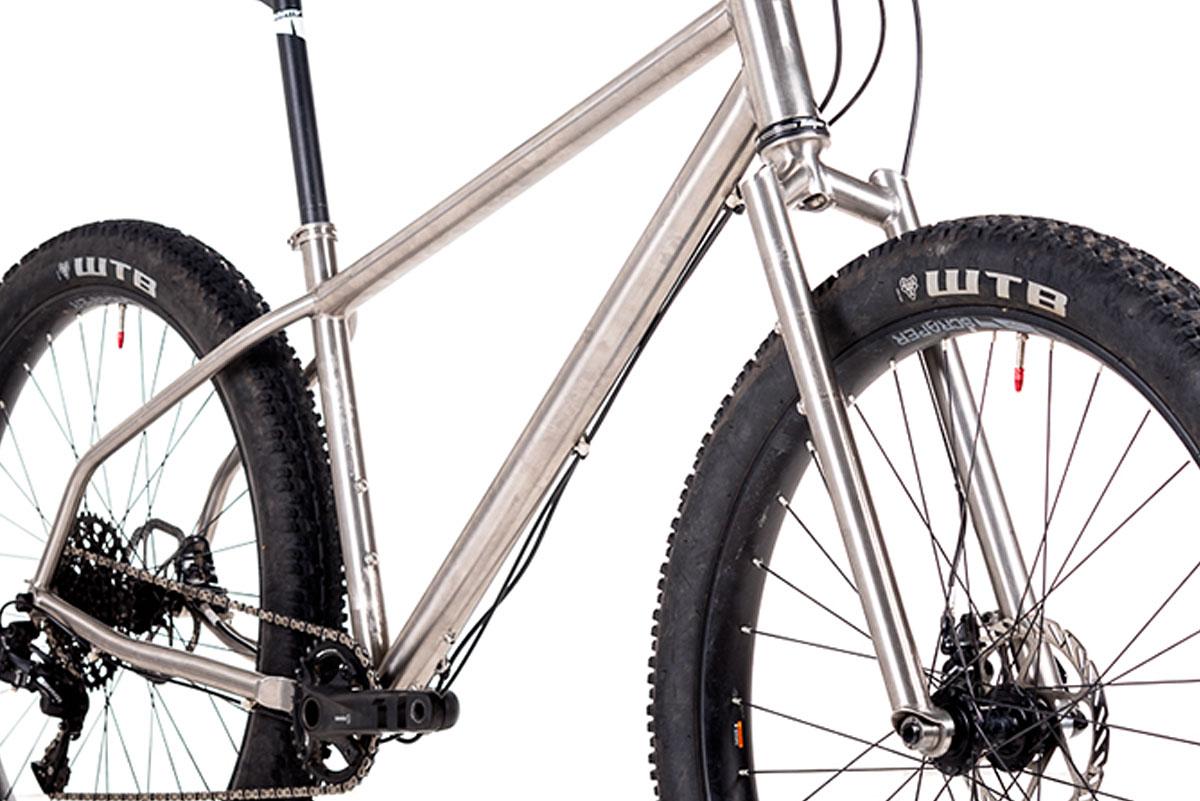 Alpkit Sonder Broken Road features a titanium fork...